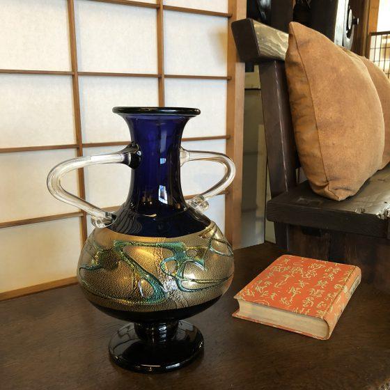 なぜか古材家具ショップにある青森県の伝統工芸品に指定されている「津軽びいどろ」
